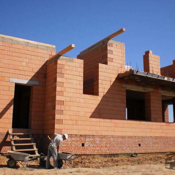 Какой кирпич выбрать для строительства теплого дома?