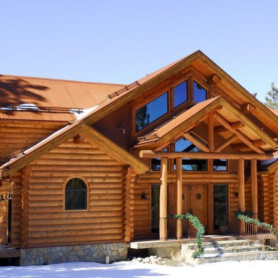 Деревянный дом: купить срубом или строить под ключ?